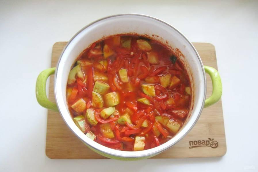 Варите овощи 30 минут на небольшом огне.