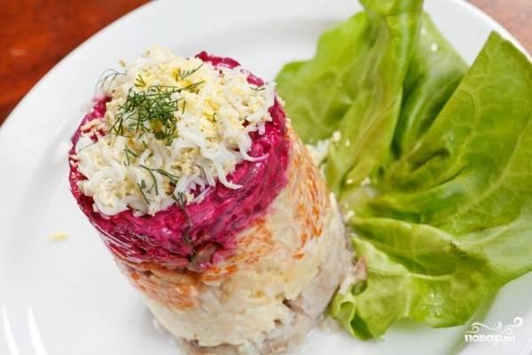 8. Готовый салат ставим в холодильник на несколько часов, чтобы он настоялся. Перед подачей можно украсить зеленью. Приятного аппетита!
