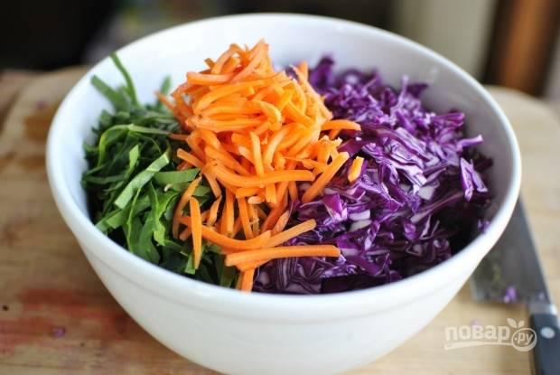 2. Добавьте тертую морковь.