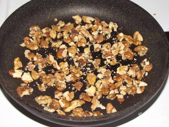 5. Отправляем их на сковороду жариться. Это можно сделать и в духовке, но на плите будет быстрее.