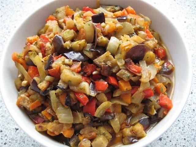 2. Готовые овощи перекладываем в удобную посуду или сразу в чашу блендера.