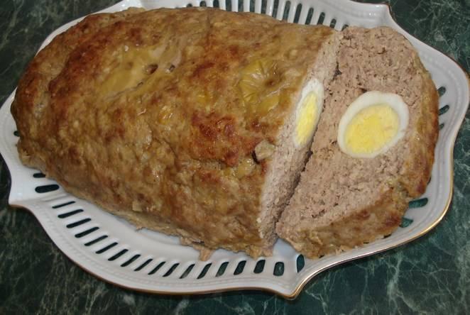 Готовые яйца в фарше в духовке в рулете можно подавать как горячим, так и охлажденным. Приятного аппетита!