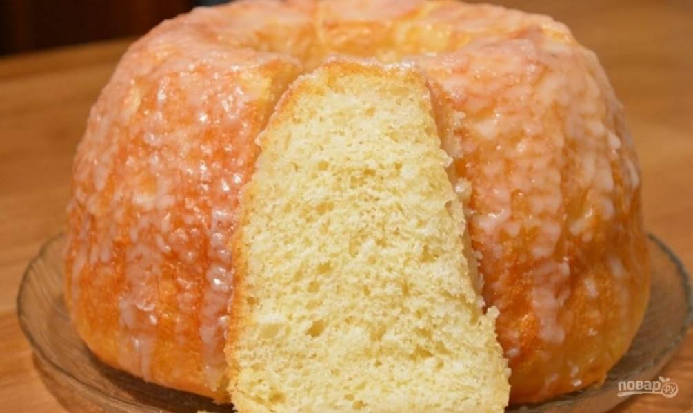 6. Полейте глазурью кекс и дайте ей застыть. Приятного аппетита!