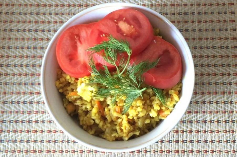 5. Выключите огонь, добавьте нарезанное яйцо и хорошо перемешайте. Приятного аппетита!