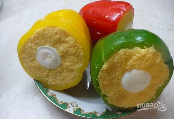 6. Чтобы закуска была яркой, используйте перцы разных цветов.