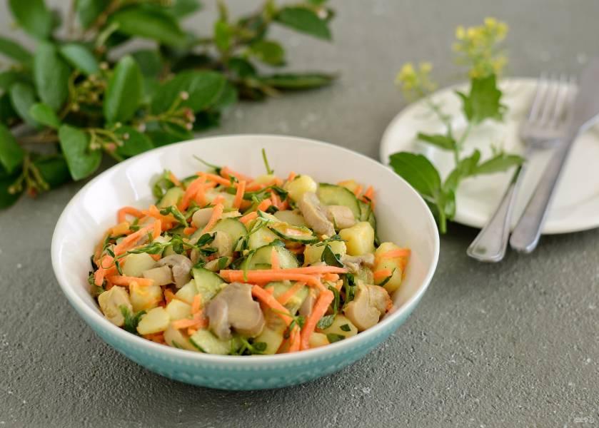 Салат из моркови и шампиньонов