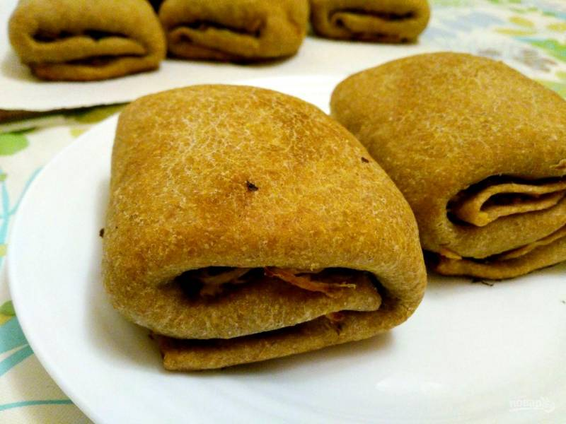Постные слоёные пирожки с кольраби