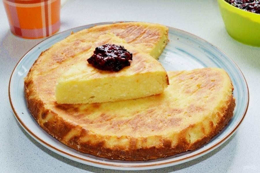 Перед подачей запеканку можно присыпать сахарной пудрой, дополнить ягодами или вареньем. Приятного чаепития!