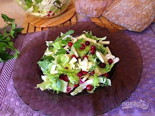 6. И вот можно вкусно похрустеть салатиком.