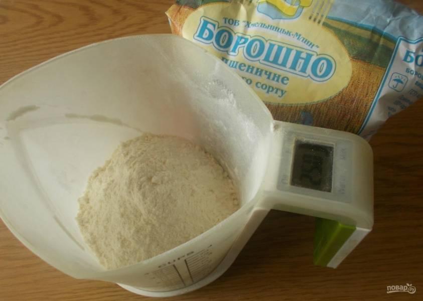 1.Если готовим в хлебопечке, то нужно точное количество ингредиентов. Муку отмеряю с помощью весов.