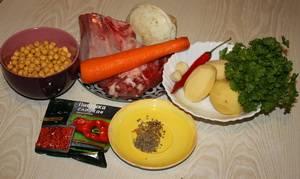 Подготовьте необходимые ингредиенты. Овощи и мясо тщательно промойте. Нут предварительно залейте на 7-8 часов холодной водой.