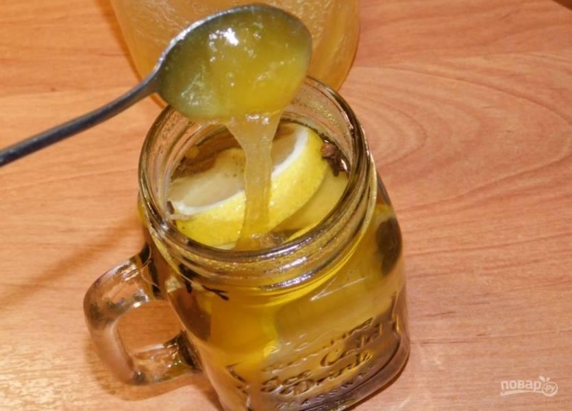 По вкусу добавьте мед. Перемешайте.