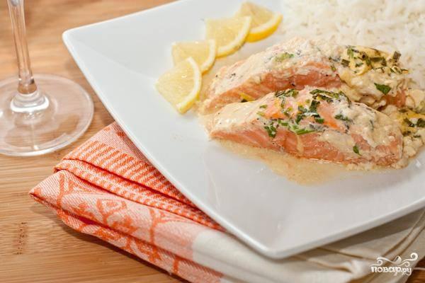 Двадцати минут будет достаточно, чтобы соус загустел, а рыбка стала нежной и мягкой. Приятного аппетита!