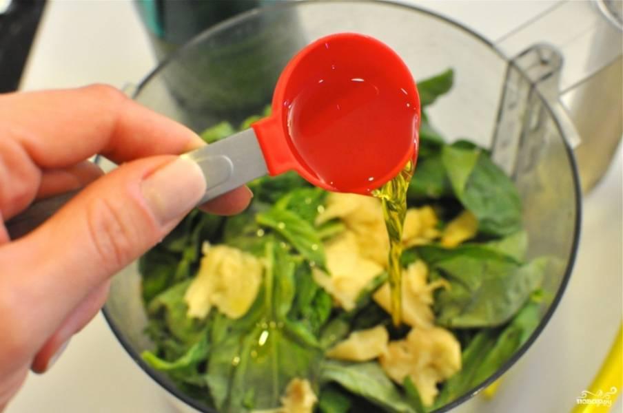 7. Влейте оливковое масло. Лучше всего взять масло холодного отжима хорошего качества.