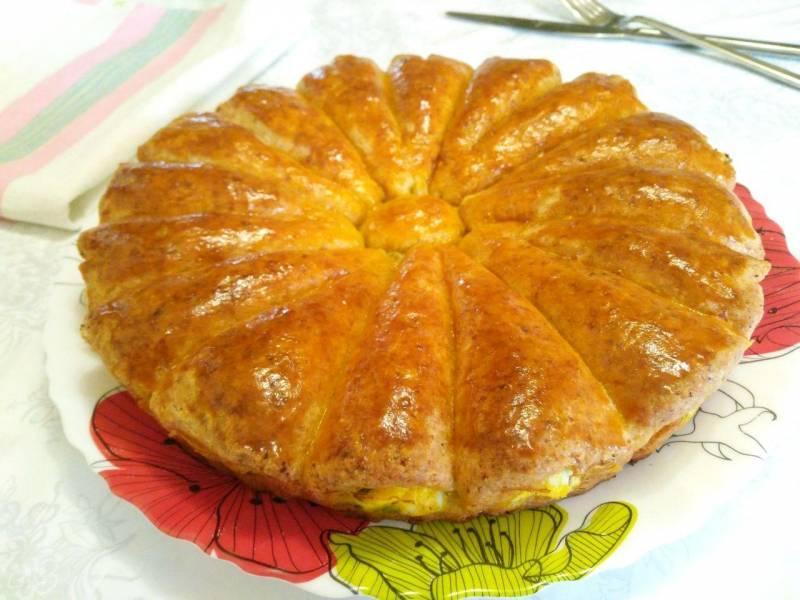 Рожковый пирог с яичной начинкой