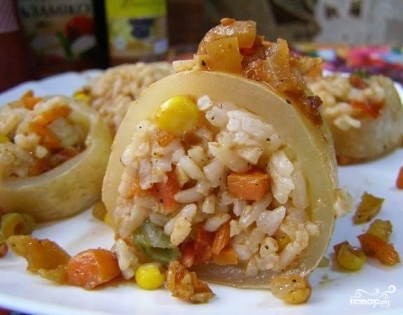 Кальмары, фаршированные рисом и овощами