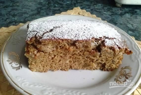 Подавайте кекс в остывшем виде, посыпав его сахарной пудрой. Приятного чаепития!