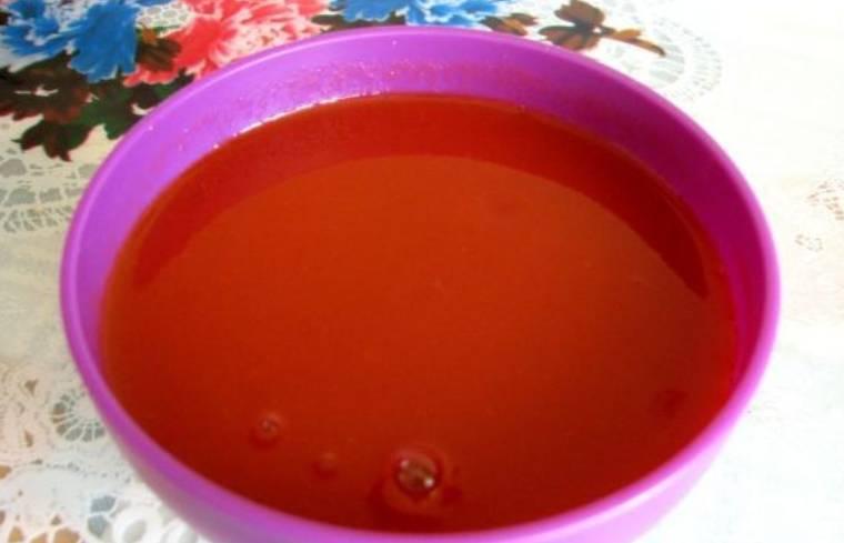 Заливаем рыбу томатным соком.