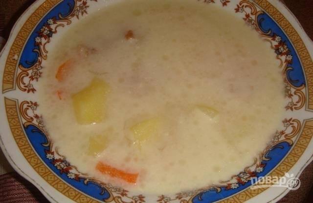 6.Готовый суп наливаю по тарелкам и подаю к столу горячим, приятного аппетита!