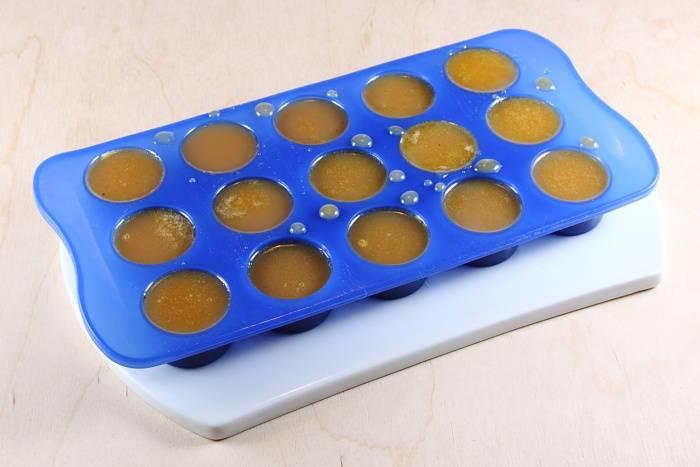 3. Разливаем по формочкам, и отправим в морозилку или холодильник на какое-то время.
