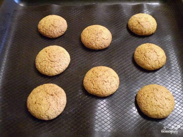 8. Вот наше овсяное печенье и готово. Снимите и остудите.