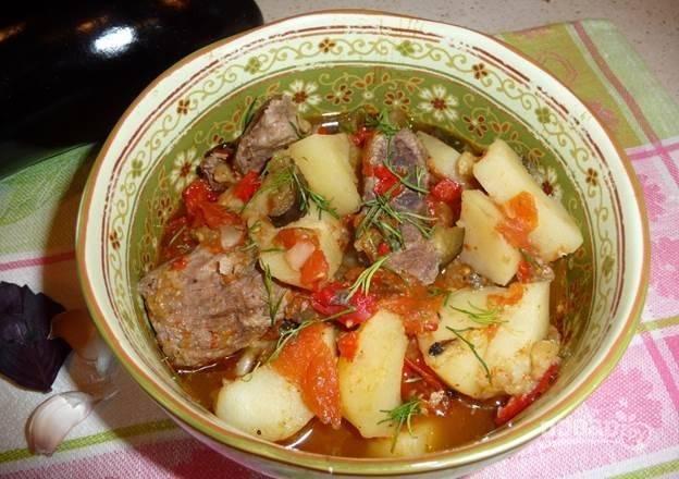 6.Готовое блюдо аккуратно выложите в тарелку, перед подачей украсьте зеленью. Приятного аппетита!