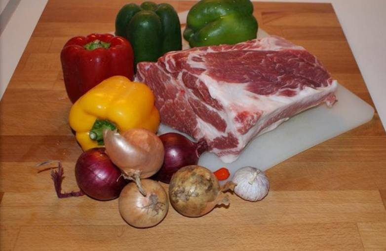 Подготовьте необходимые ингредиенты. Овощи промойте.