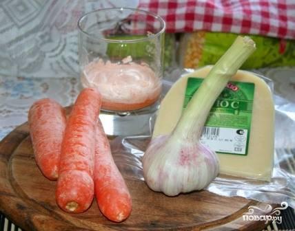 Набор продуктов для салата - минимальный и  недорогой. Сыр можно брать любой на ваш выбор.