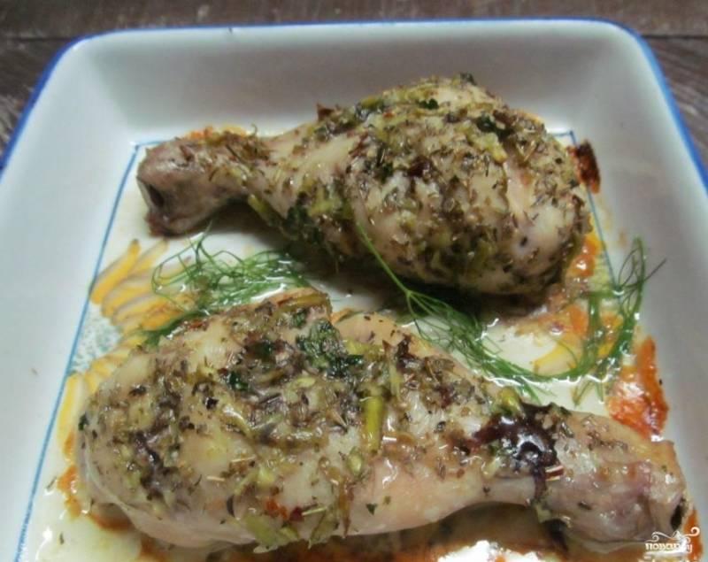 3. Запекайте 20-25 минут. Когда блюдо будет готово, подавайте его с зеленью и овощами. Приятного аппетита!