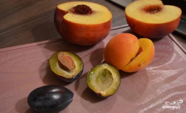 8. Нарезаем фрукты (можно брать любые по вкусу) или ягоды.