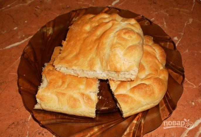 Пирог из пирожкового теста с фаршем