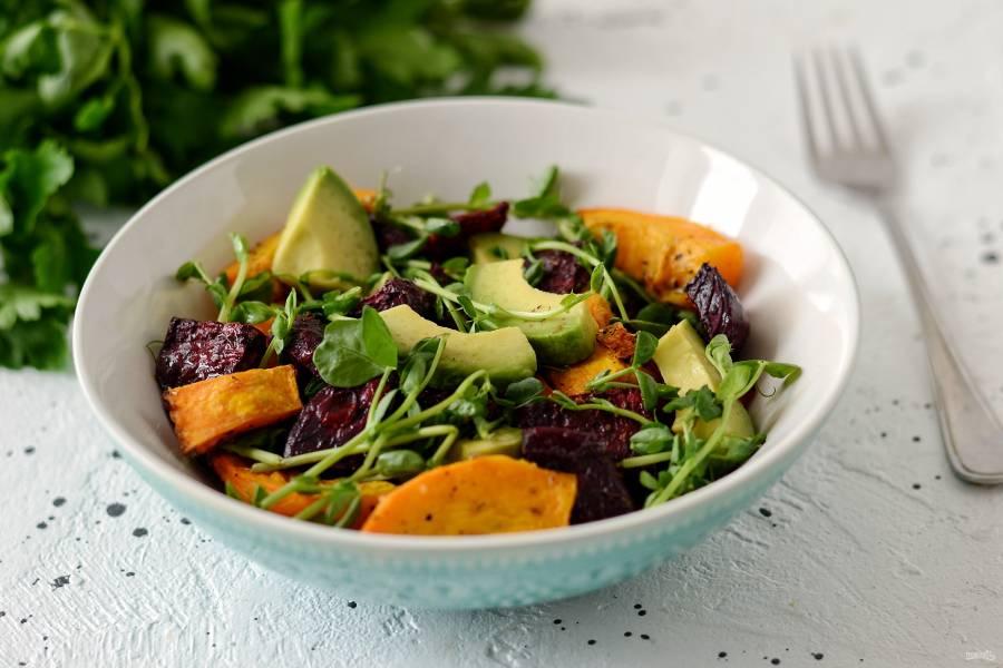 Салат из свеклы, тыквы и авокадо