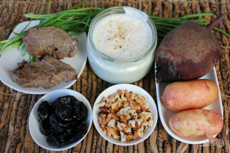 Подготовим ингредиенты. Говядину и овощи предварительно отвариваем.