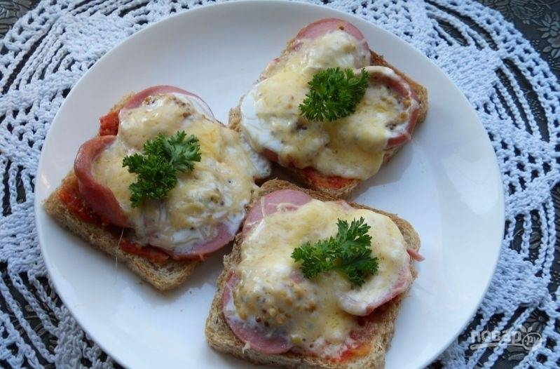 Запекайте бутерброды в течение 2-х минут на мощности 750 в микроволновке. Приятного аппетита!