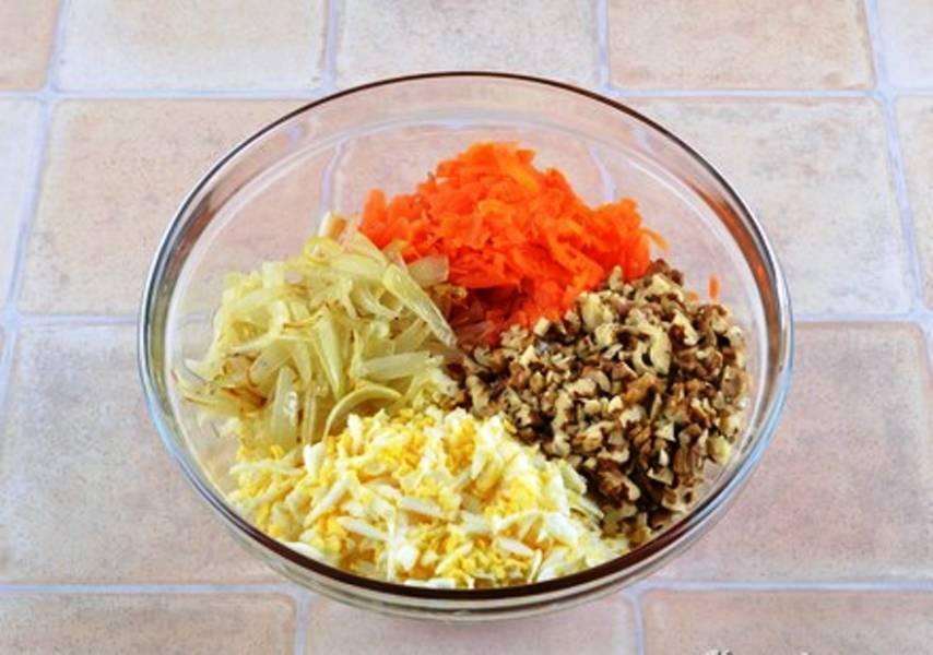 Соедините все ингредиенты, добавьте соль и перец, заправьте растительным маслом. Хорошо перемешайте и подайте на стол.