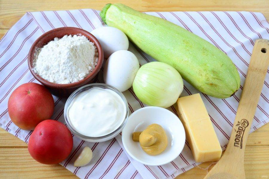 Подготовьте все необходимые ингредиенты. Кабачки обязательно используйте молоденькие, с зеленой кожицей и без семечек.