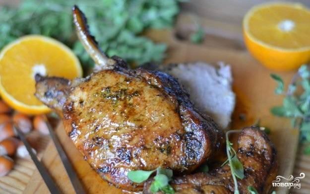 6.Готовое мясо достаем из духового шкафа и подаем к столу. Наслаждаемся ароматом и вкусом корейки.