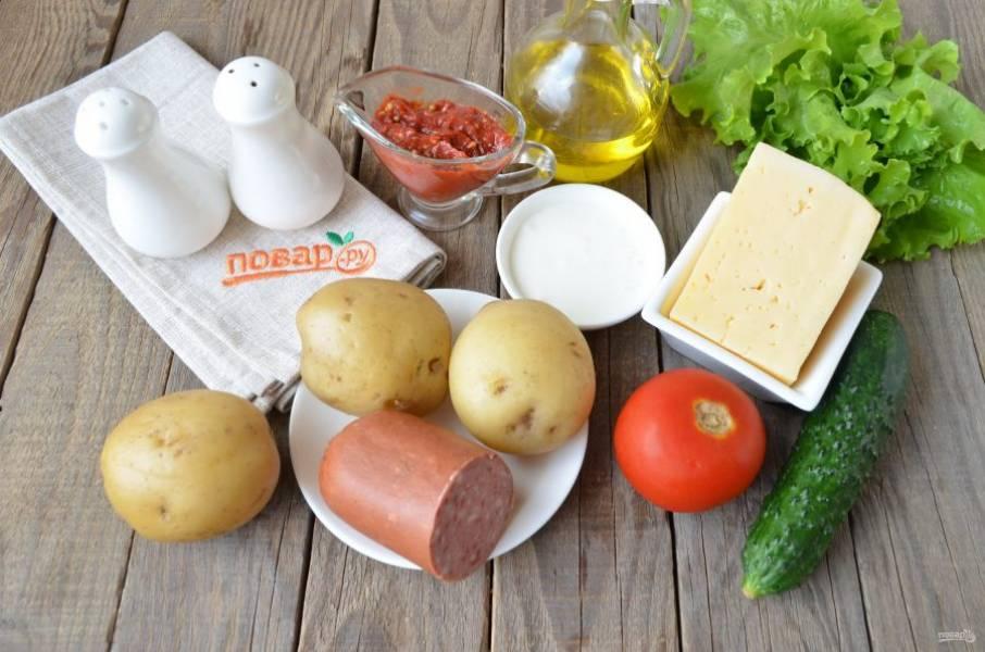 Подготовьте продукты. Картофель отварите до полуготовности, чтобы легко прокалывался, но еще не разварился. Вымойте овощи, зелень. Приступим!