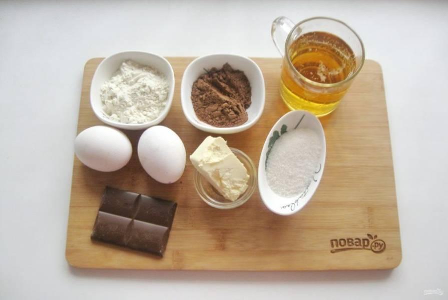 Подготовьте все ингредиенты для приготовления кекса.