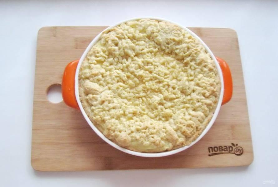 Пеките пирог в духовке, разогретой до 175  градусов, 50-60 минут.