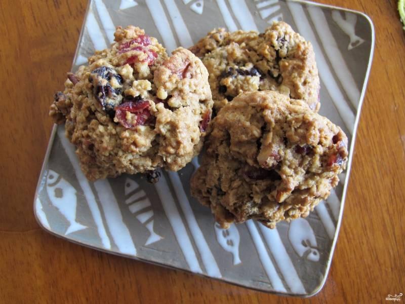 Овсяное печенье с сухофруктами и орехами