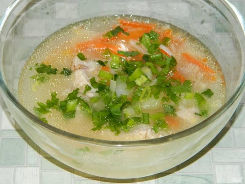 """Готовый суп """"Лапша с курицей"""" подавайте, добавив в него отварное куриное мясо. Советую посыпать зеленью. Приятного аппетита!"""