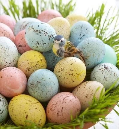 Яйца, крашенные брызгами