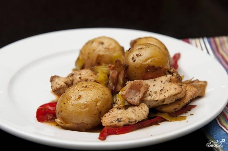 Запеченное куриное филе с картошкой
