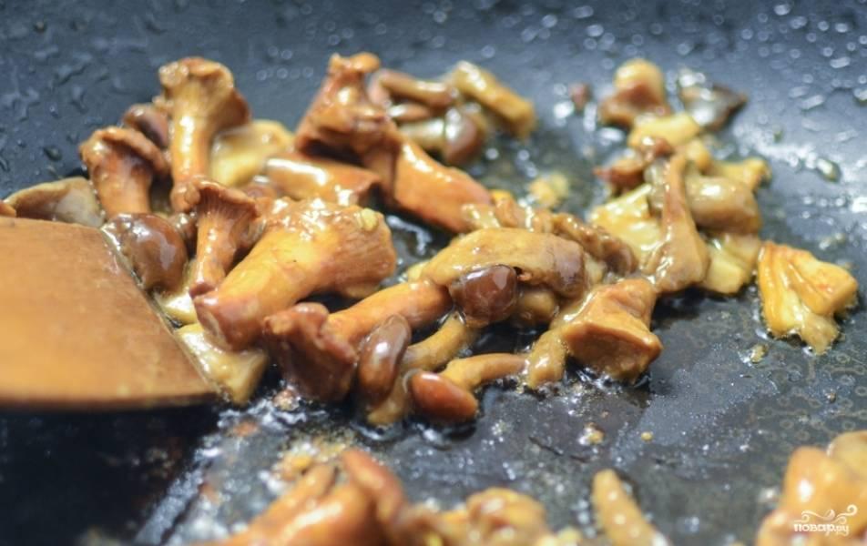 Сначала грибы дадут немного сока, затем он будет испаряться.