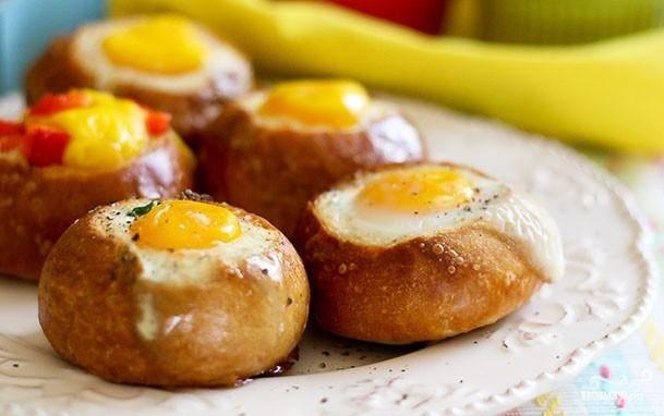 Яичница в хлебном горшочке