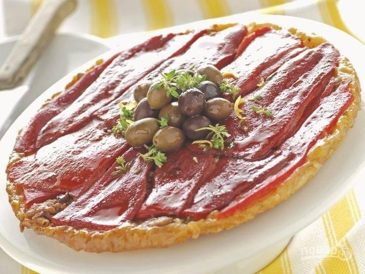 Пирог-перевертыш с перцем и оливками