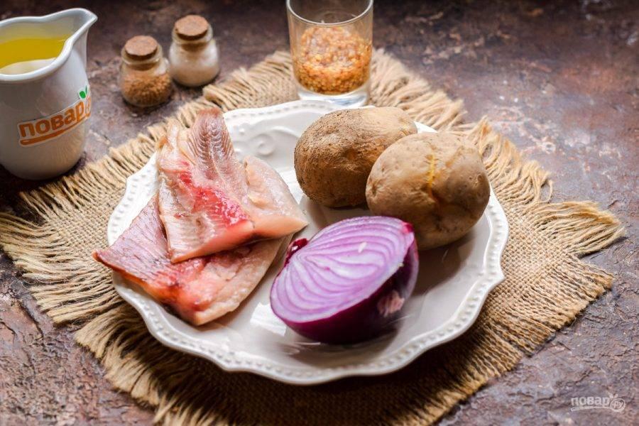 Подготовьте все ингредиенты. Картофель заранее отварите до готовности в течение 25-30 минут.