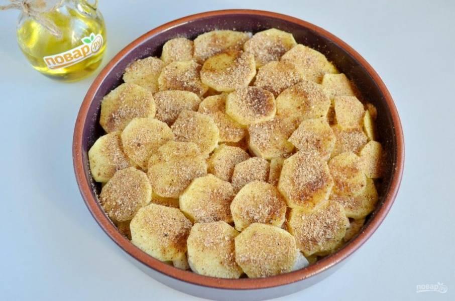 6. Повторите еще раз слой картофеля и грибов. Последний пятый слой - картофельный. Его посолите, поперчите, полейте маслом и посыпьте панировочными сухарями.