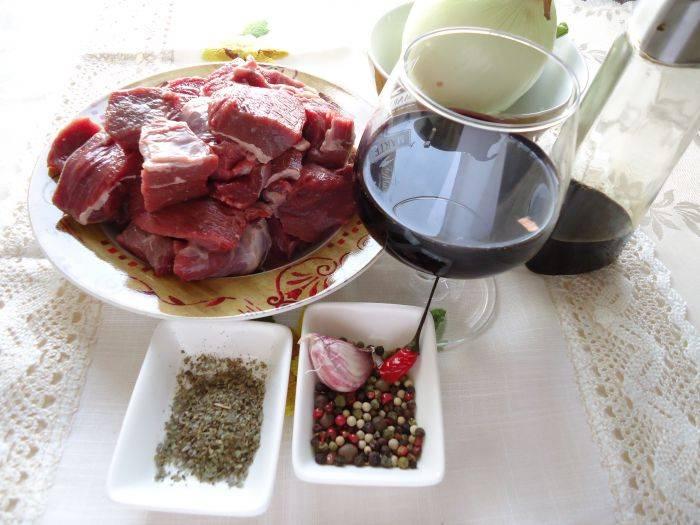 Подготовить мясо и специи.